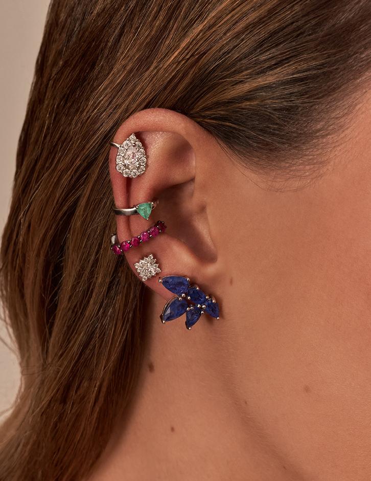piercing e brincos com pedras coloridas